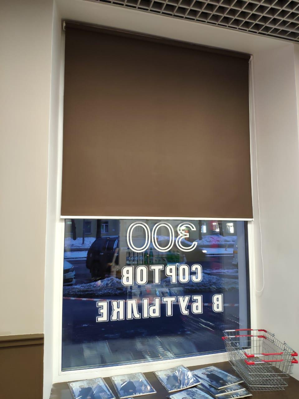 Рулонная штора ролл на окно